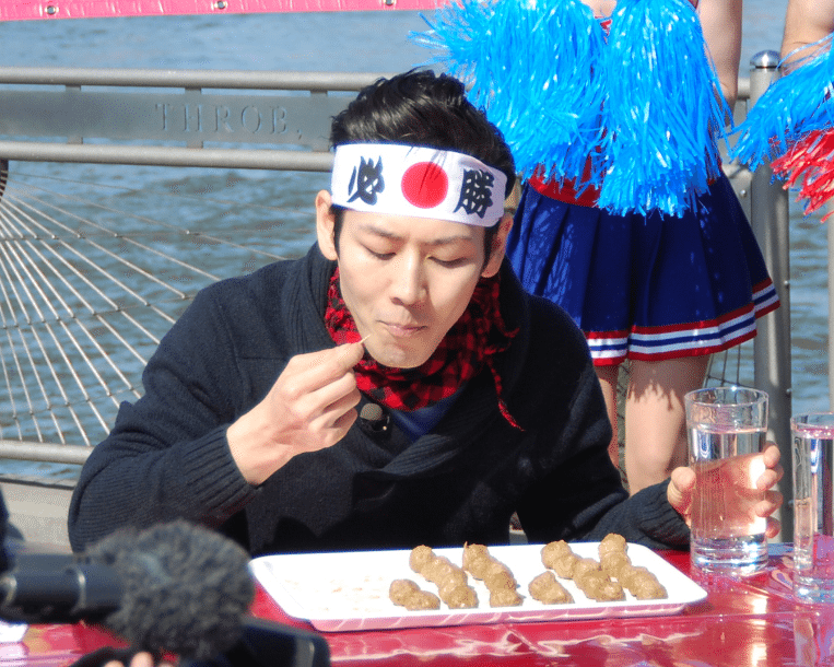 Via https://commons.wikimedia.org/wiki/File:Kobayashi_Takeru,_Japanese_competitive_eater_1.jpg