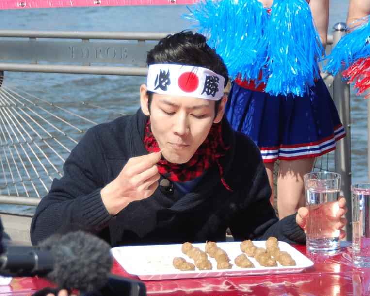 Via https://commons.wikimedia.org/wiki/File:Kobayashi_Takeru,_Japanese_competitive_eater_1.jpg